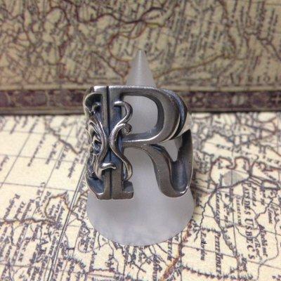 画像1: R イニシャルリング アルファベット メンズシルバーリング/ Vallucina(ヴァルキナ)