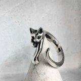 ガッシュ/【ネコ シルバーリング】緑の瞳の指に絡みつく猫リング|gush